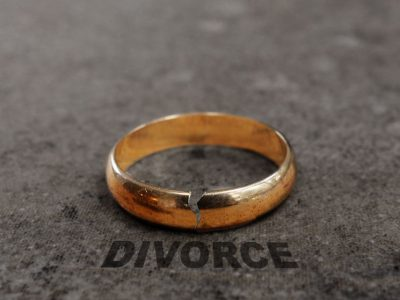 48137479 - cracked gold wedding ring with divorce text